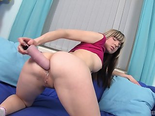 Amateur blonde model prepares her ass with a dildo for anal sex