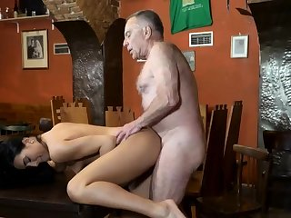 Penny undertaking cur� and old woman fuck young girls Rump you